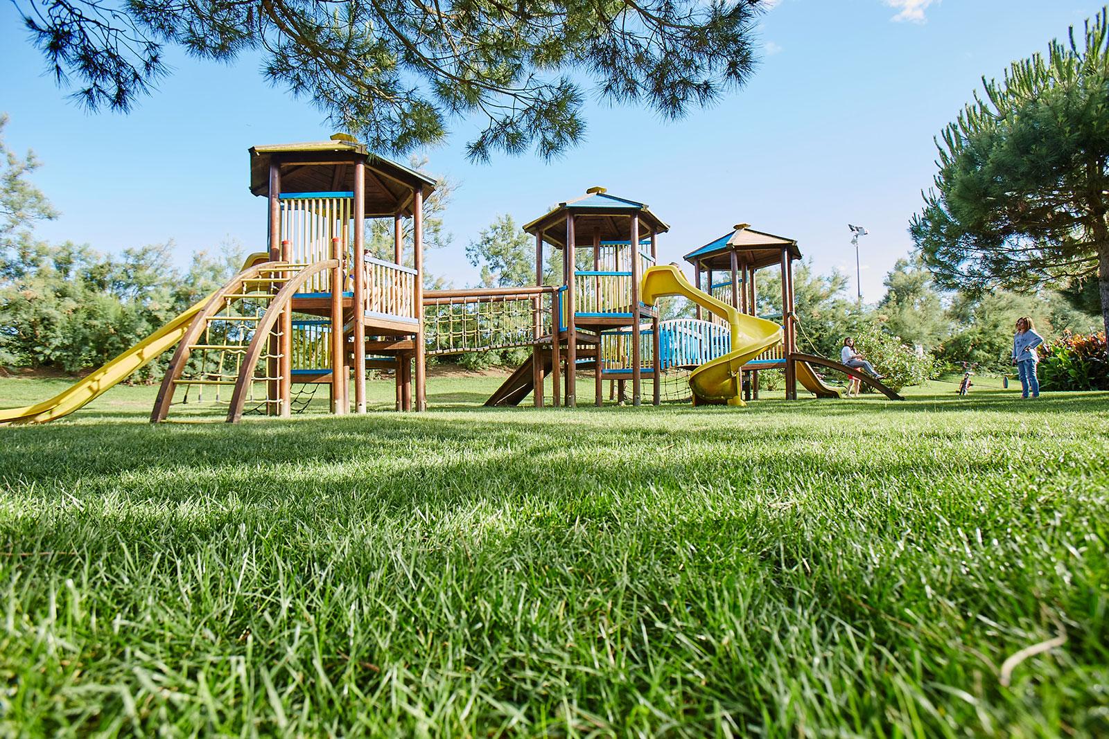 Parco-giochi-bambini-Camping-Village-Dei-Fiori