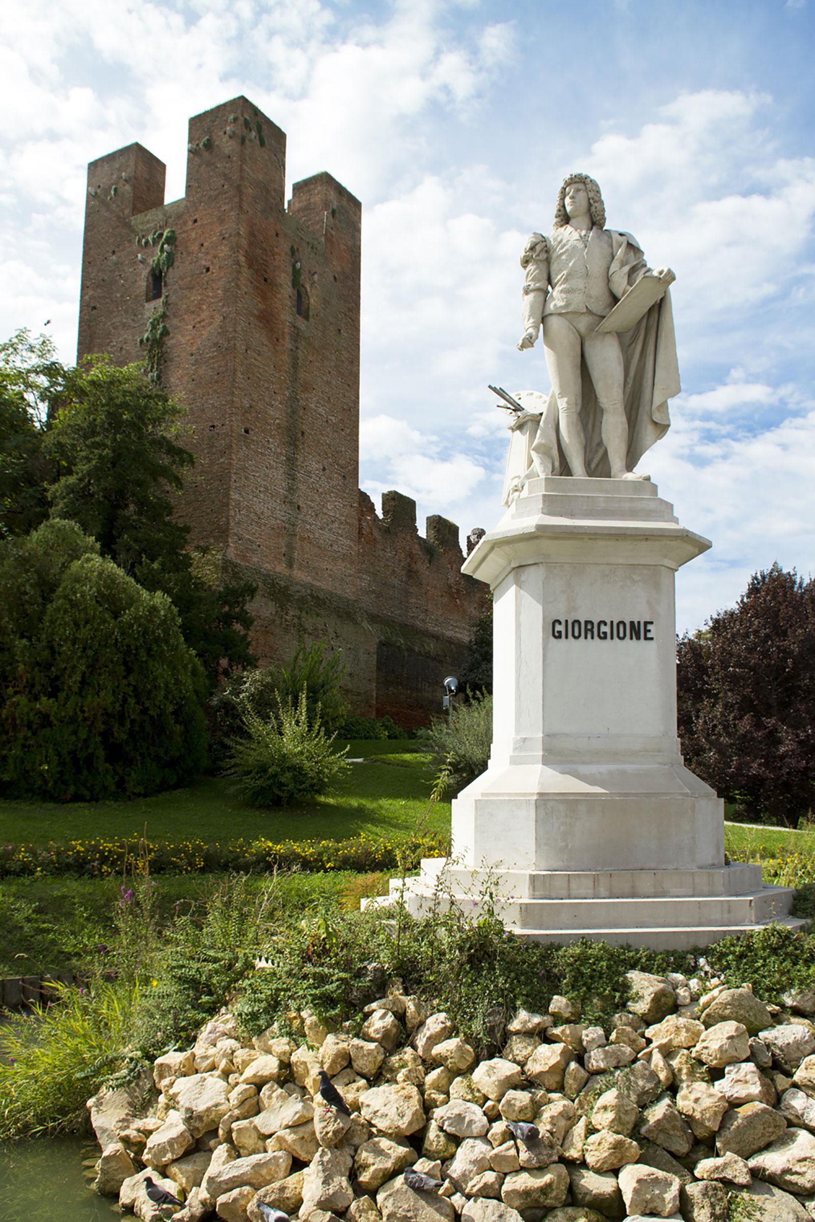 11-Castelfranco-Statua-Giorgione-e-Torre