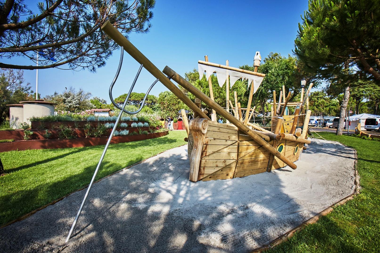 3 Spielplatz für Kinder - Urlaub im Camping Dei Fiori Italien