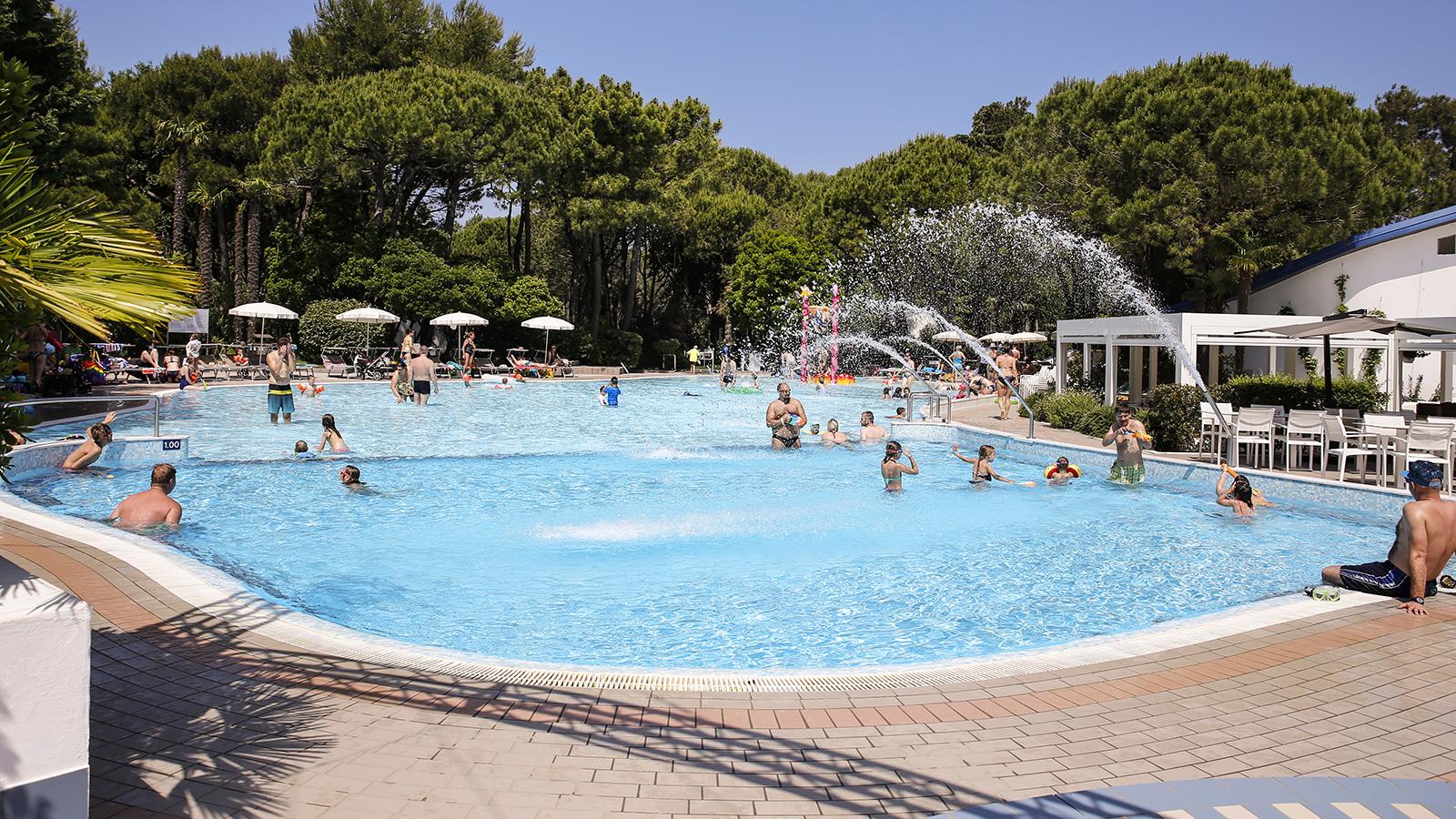 0-Piscine-pools-famiglia