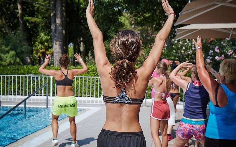1-Fitness-im-Pool-campingplatz-Adria-kueste