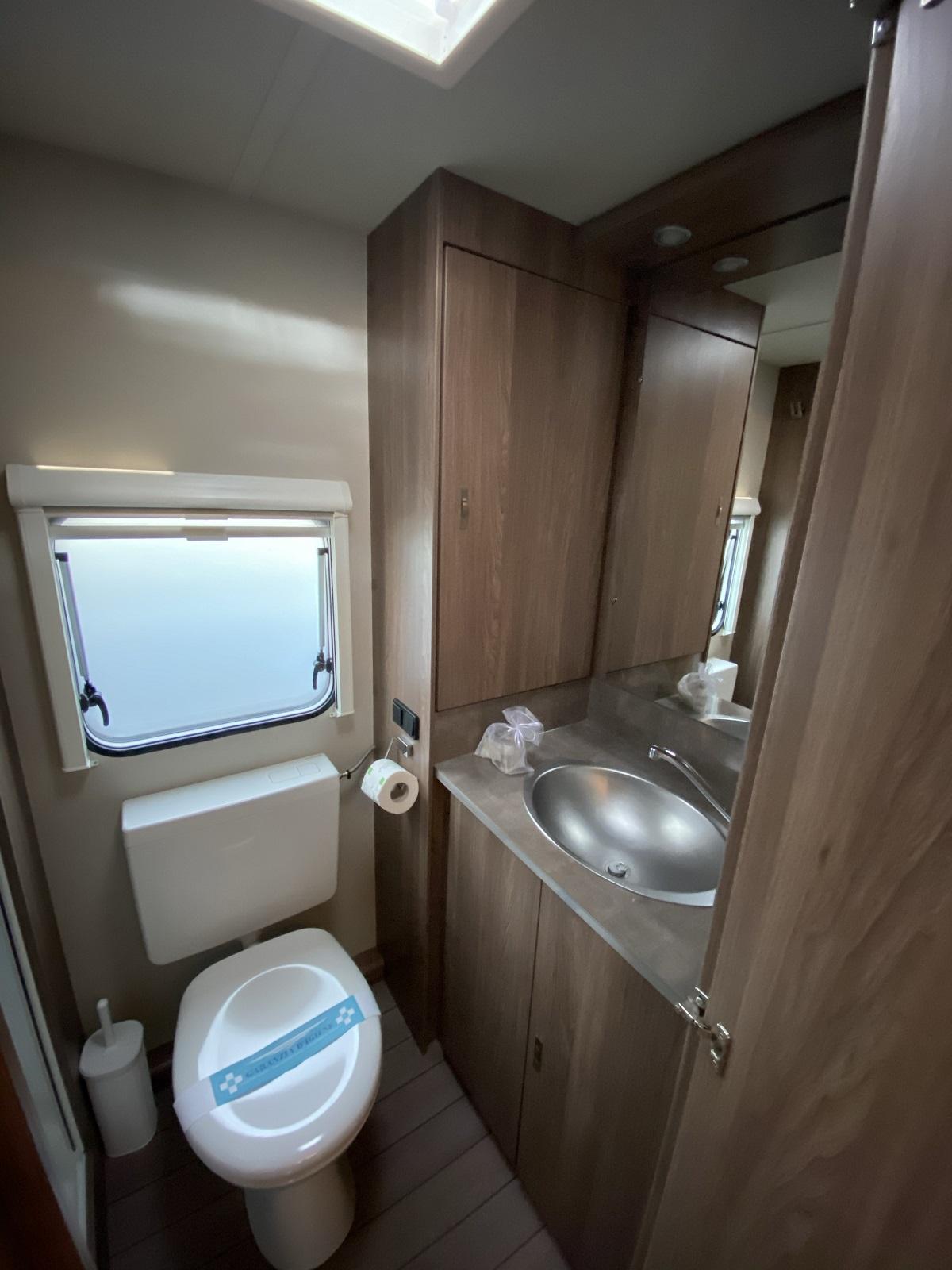 10-Bagno-Bathroom-Toilette-Tabbert-Caravan-Dei-Fiori-Camping