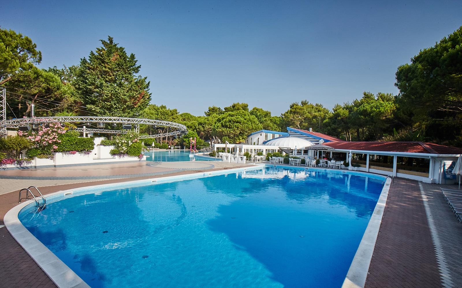 2-Camping-village-dei-fiori-piscina-ristorante