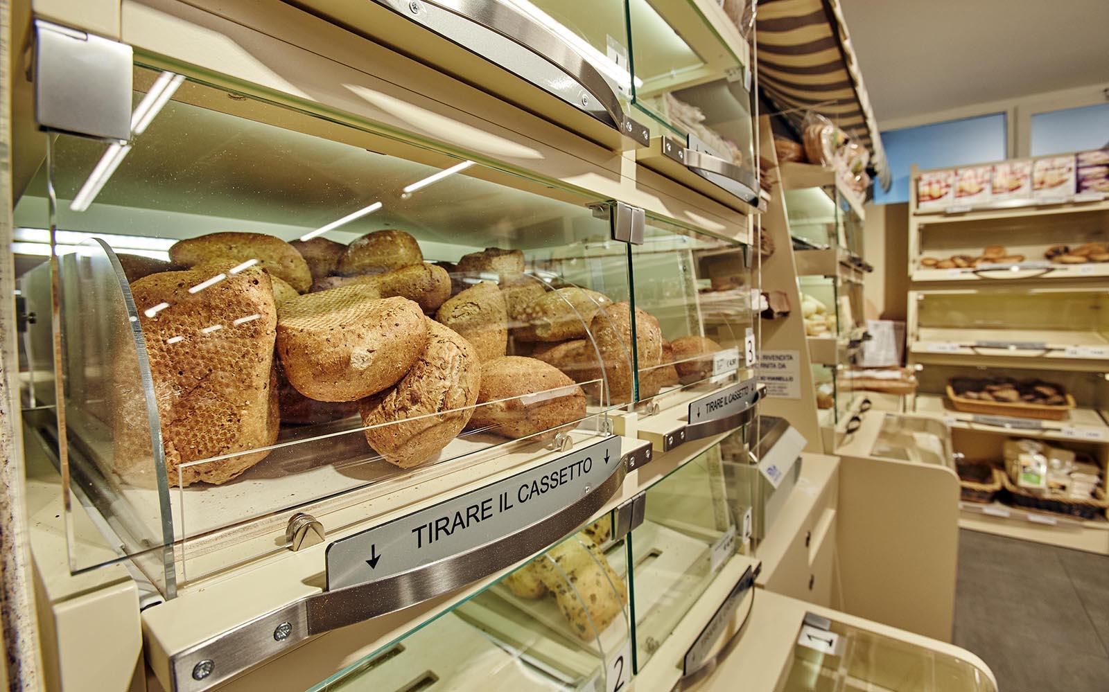 3-Pane-brot-bread-market-Dei-Fiori