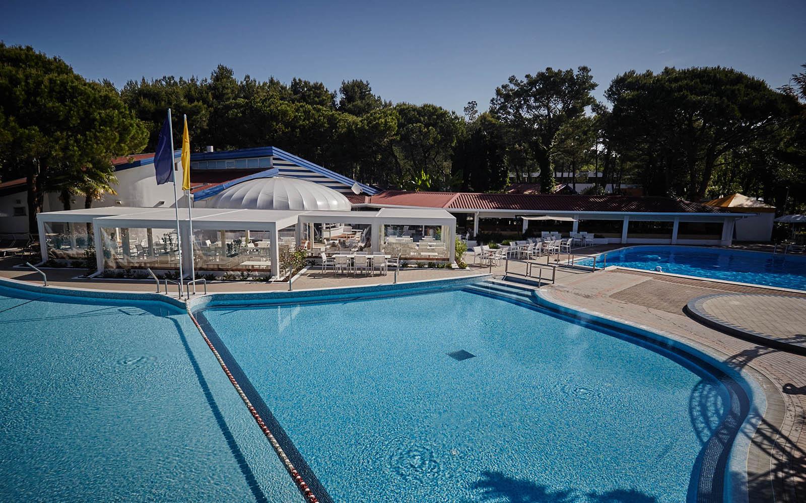 4-Camping-village-dei-fiori-schwimmbad-restaurant