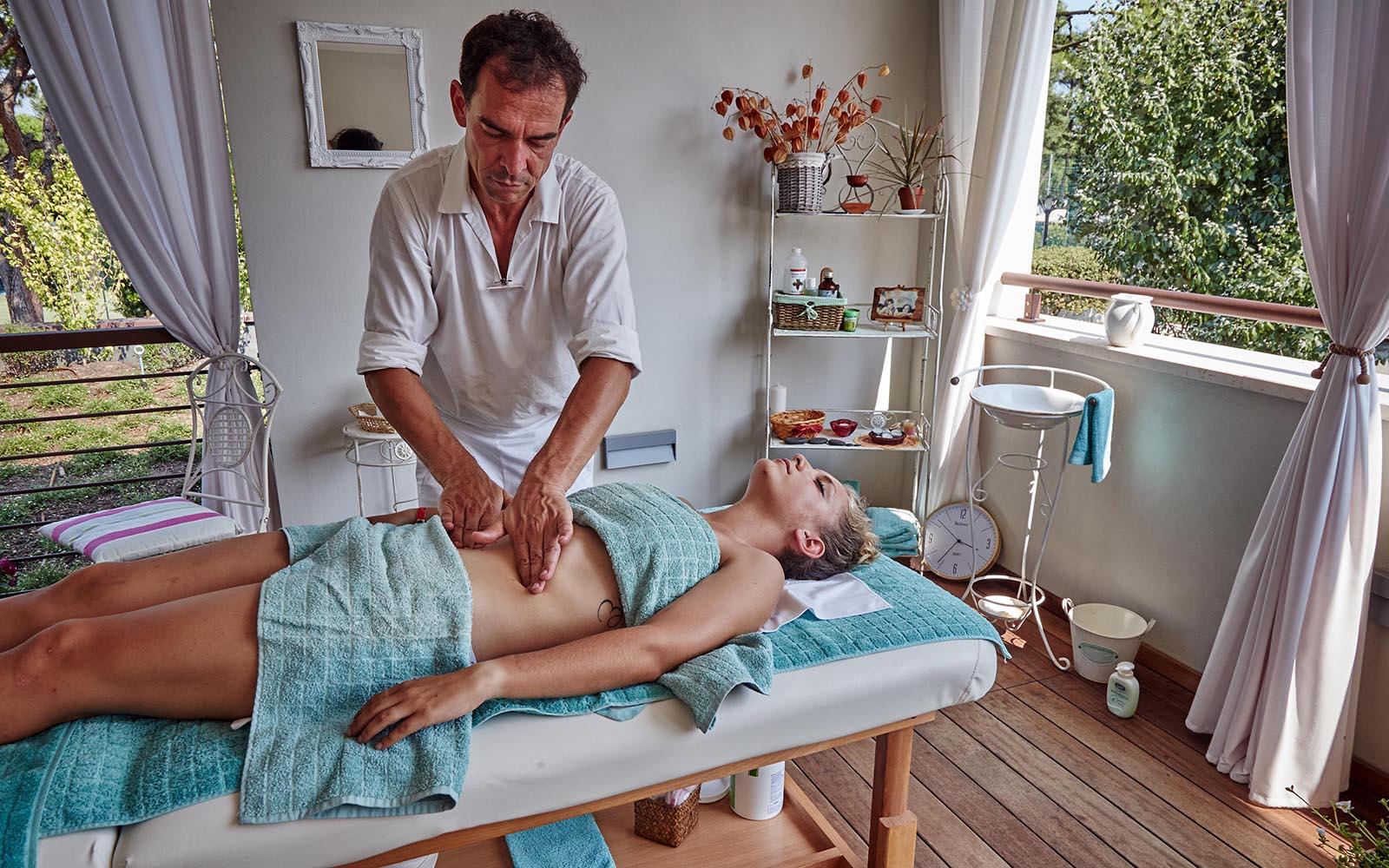 2-Massaggio-rilassante-sportivo-drenante